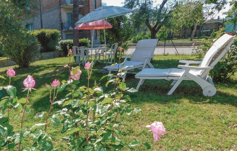 Antica dimora nella campagna dell'Umbria ( Casa delle rose), vacation rental in Agello