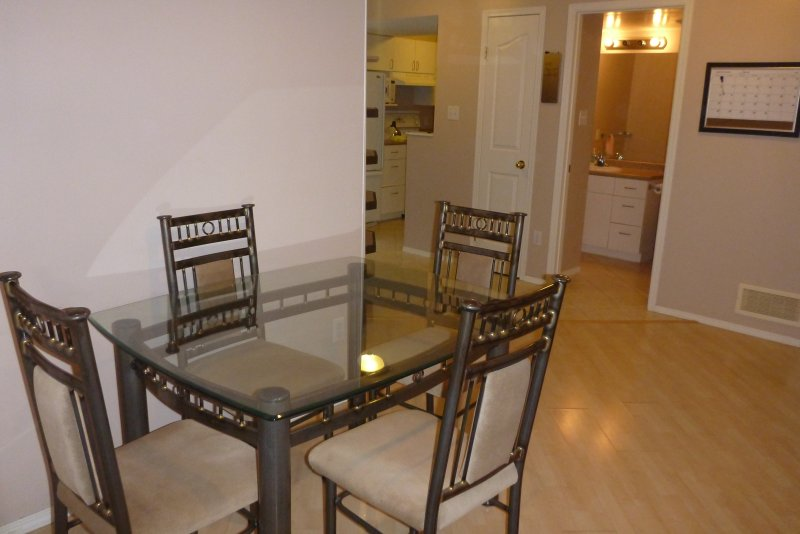 Cozy 2BR Suite By Henday, Whitemud, Great Location, Long Term Discount!, holiday rental in Spruce Grove