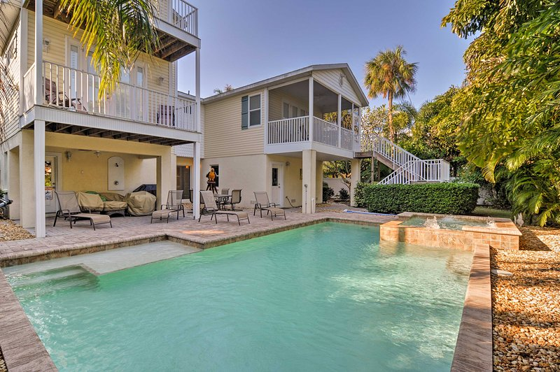 Holmes Beach Family Home w/Private Pool & 3 Decks!, holiday rental in Holmes Beach