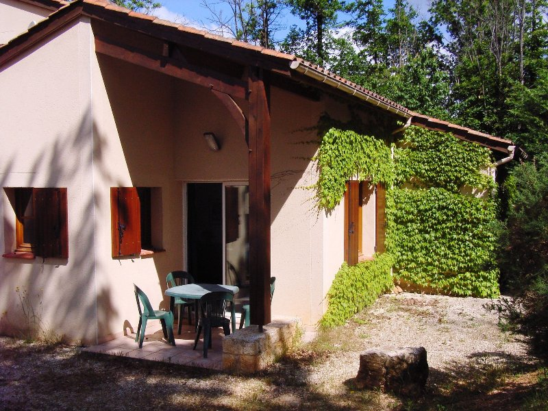 Villa 4/6 pers. #09 in **** Dordogne Holiday Resort, holiday rental in Monflanquin