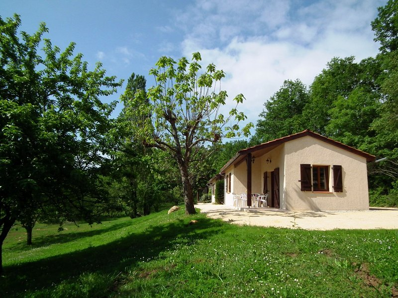 House 2/4 pers. #2 in **** Dordogne Holiday Resort, holiday rental in Lacapelle-Biron