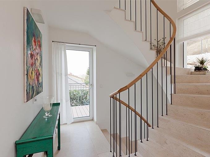 Staircase Lobby w/ Private Entrance
