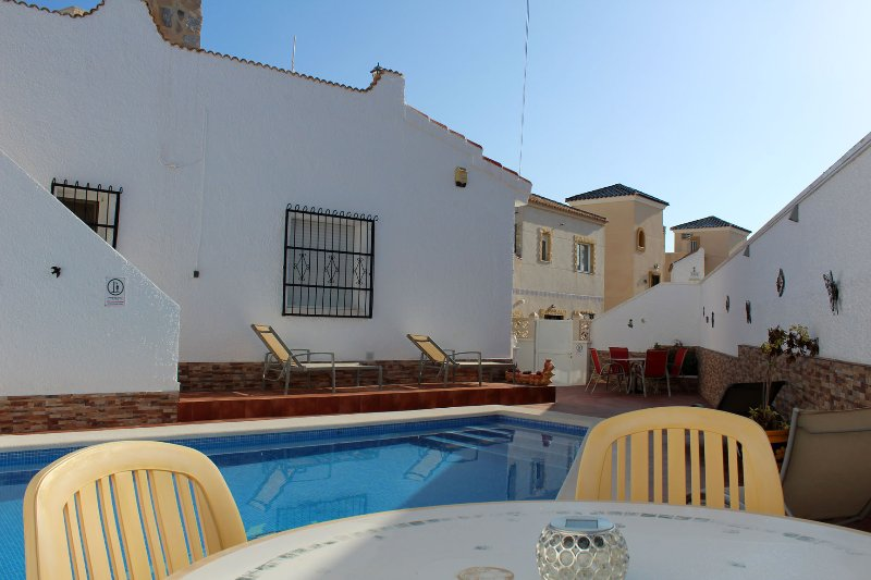 Luxury Villa In Blue Lagoon 2 Bed 1 Bath & Private Pool, Ideal For Family, holiday rental in Lo Rufete