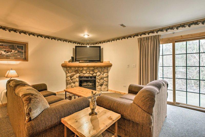 För optimal avkoppling och närhet till friluftsliv, bo på detta charmiga två sovrum, två-badrum semester villa!