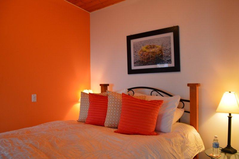 Armand Heights Bed and Breakfast   Red Cedar Suite, vacation rental in Duncan