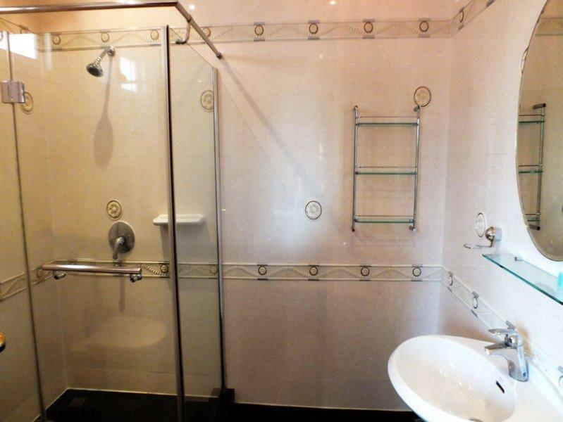 Alle 4 Badezimmer gleichen Standard wie in Foto gesehen
