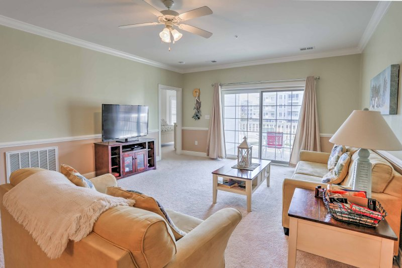 Slip into the South Carolina way of life with a stay at this vacation rental condo in Myrtle Beach!