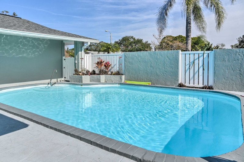 'Sunshine Retreat' is a 4-bed, 2-bath Largo vacation rental house by the beach!