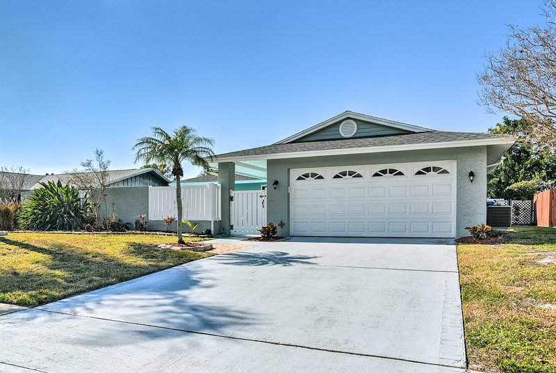 Welcome to your Florida home-away-from-home sleeping up to 10 guests!
