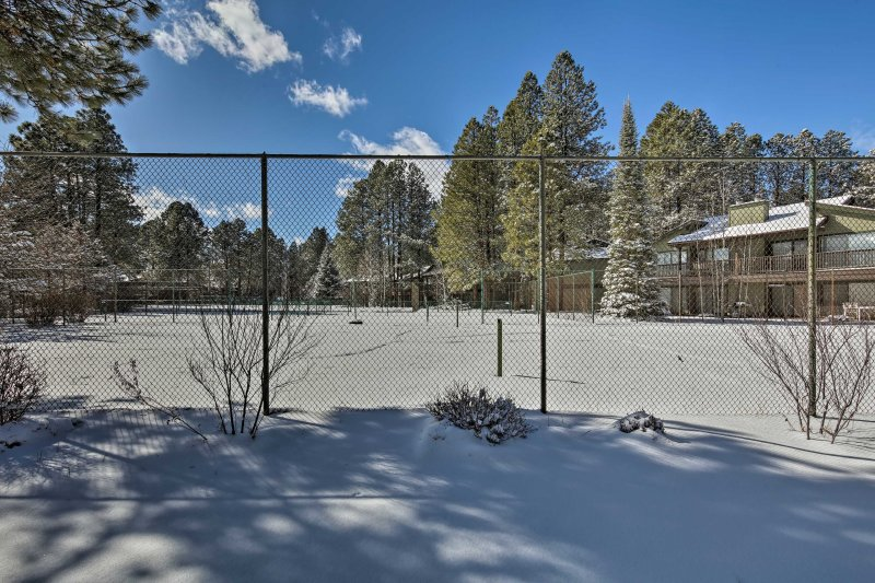 The country club offers pickleball courts and a golf course.