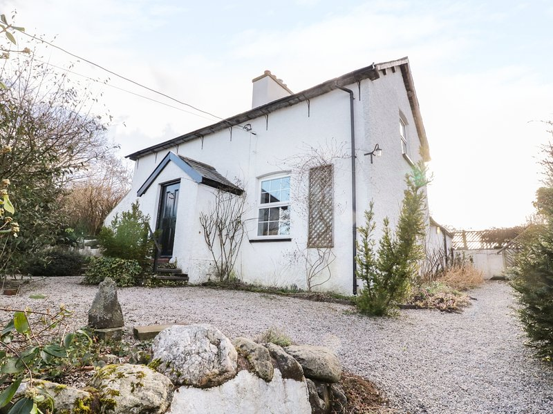 TY DU, woodburner, beams, enclosed gardens, pet friendly, Ref. 968287, location de vacances à Gwytherin
