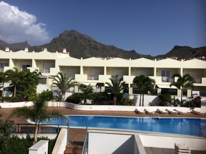 Townhouse with heated pool  3 Bed and 2 bath  in Fañabe, Costa Adeje – semesterbostad i Adeje