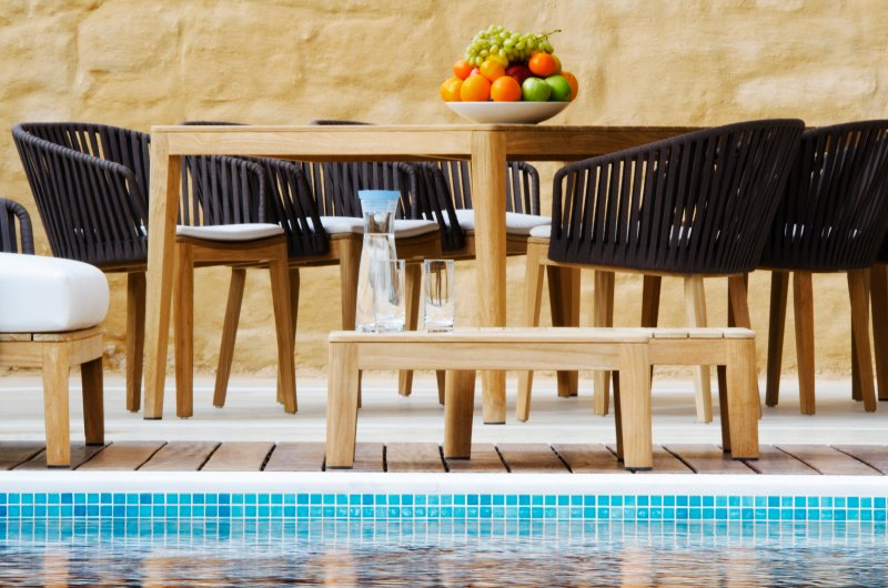 Start over your day with a breakfast by the pool