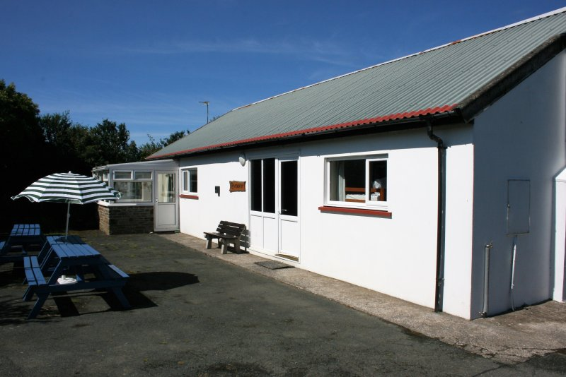 Ramsey Lodge, Newgale Lodge - Coastal Bunkhouse Sleeps 16, holiday rental in Newgale