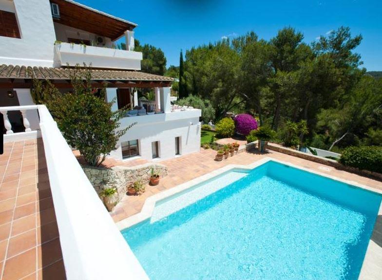 Amazing villa with swimming-pool, alquiler vacacional en Santa Eulalia del Río