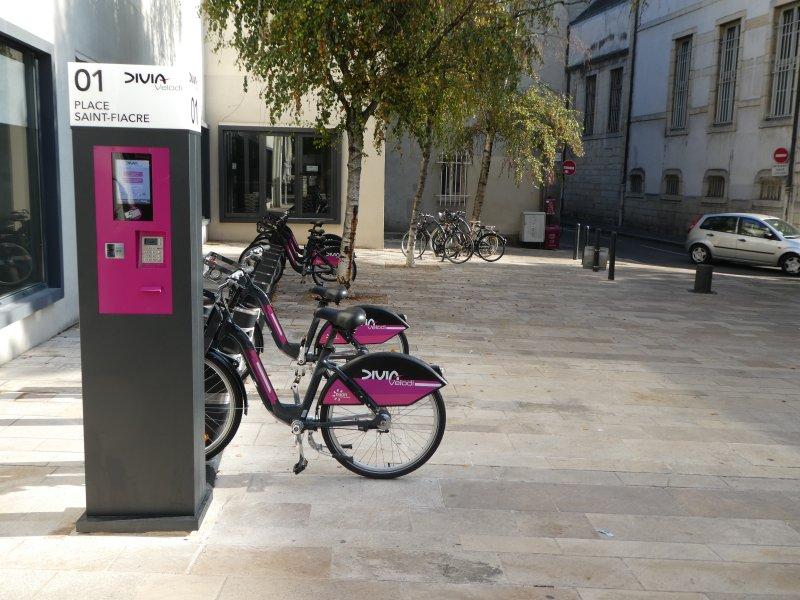Station de location de vélo à 50 mètres de l'appartement , rue Chabot Charny.