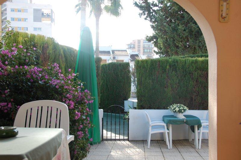 Casa muy agradable, cerca del mar en urbanización con piscina, holiday rental in Calpe