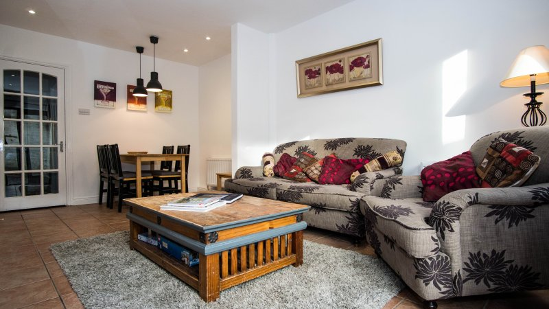 Cosy 3 Bedroom Townhouse in Dublin City Centre, holiday rental in Templeogue