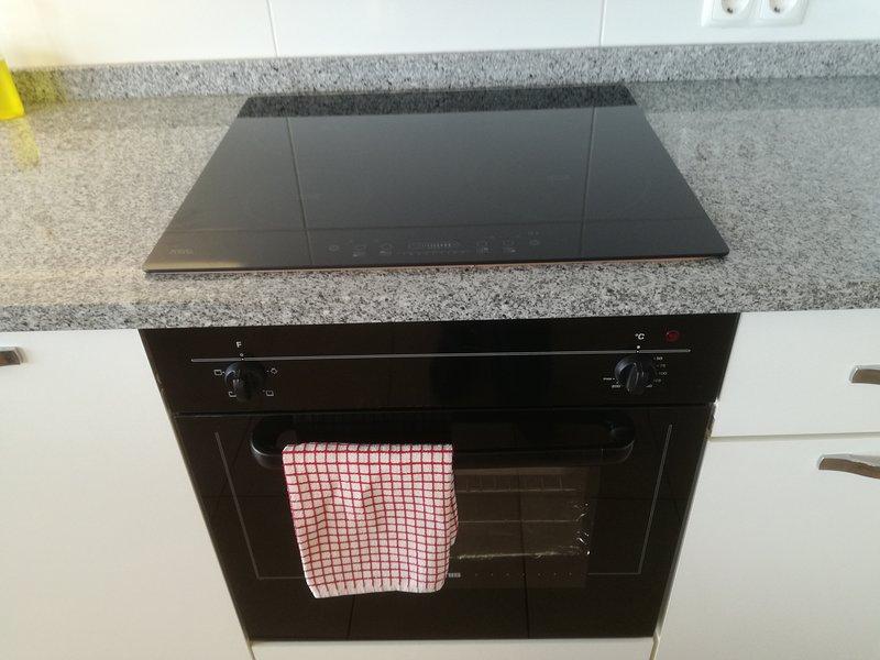 Horno / grill y placa de inducción.