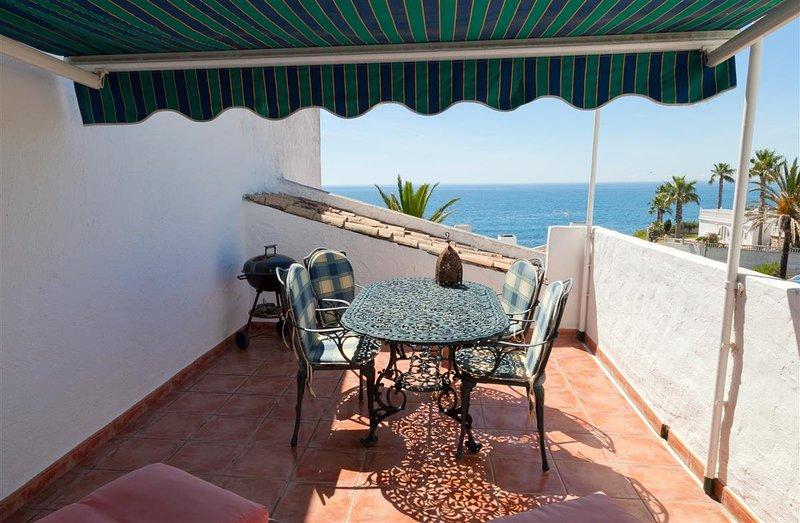 Terraza comedor con excelentes vistas al mar.