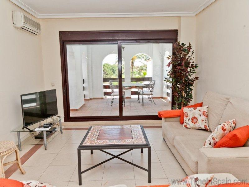 Lounge and terrace of the La Maestranza apartment.