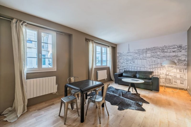 Modern flat for 4 people near Batignolles