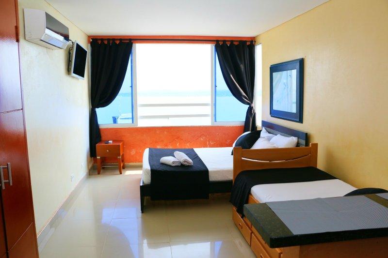 APARTAMENTO VISTA AL MAR, FRENTE A LA PLAYA EN CARTAGENA EN EL PISO 19, vacation rental in Cartagena