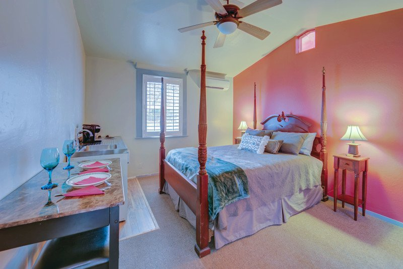 Carlisle Garden Suites - Pomegranate Suite, vacation rental in Ashland