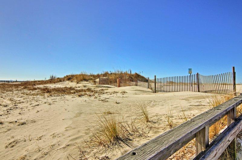 La spiaggia è a soli 2,5 miglia lungo la strada!