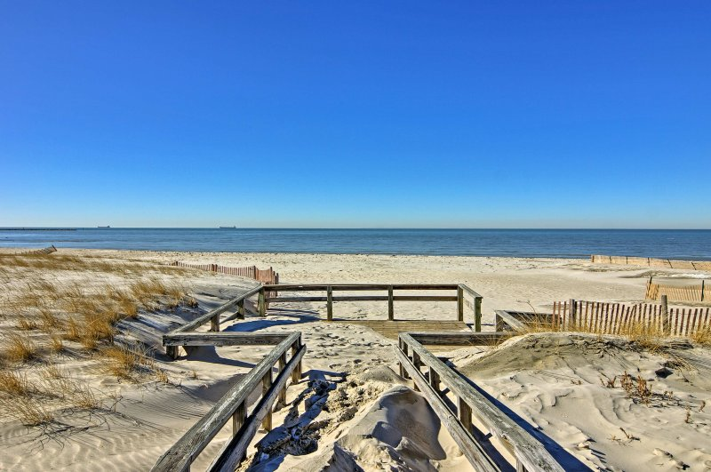 The home is just a 2-minute drive from the beach!