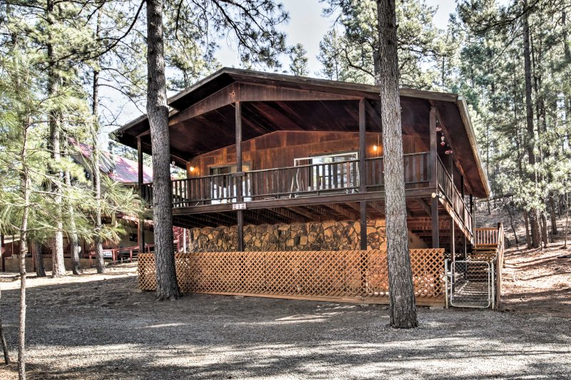 Fall in love with Ruidoso from this cozy 3-bedroom, 2-bath vacation rental cabin