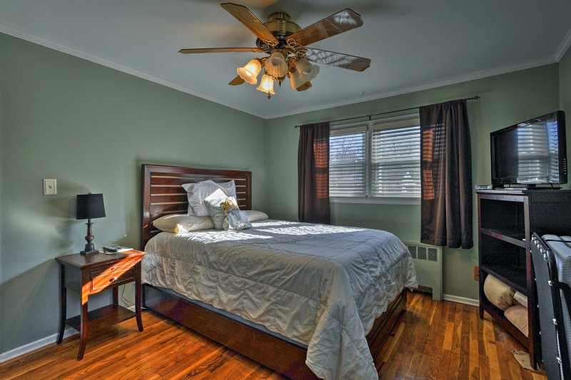 Feel ready to take on the city sites with a good night's sleep in one of the 3  bedrooms.