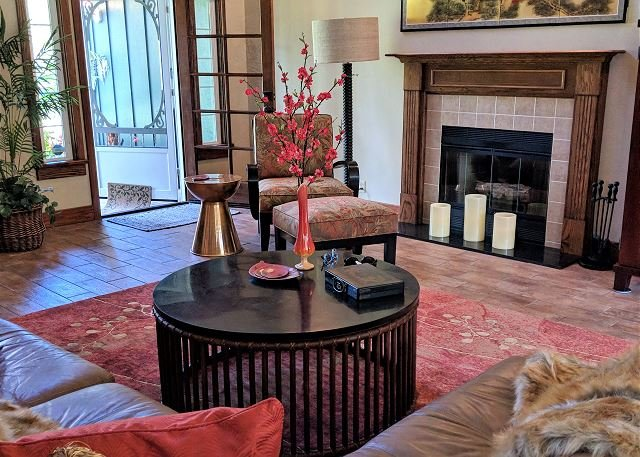Warm, Inviting Living Room.