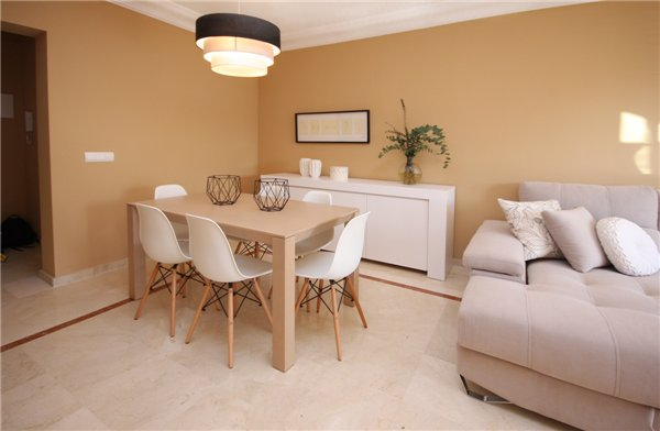 Beautiful dining room area for 6 persons