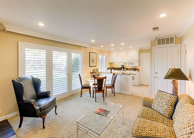 Elegant Condo w/ Patio, Pool & Resort Amenities - Near Downtown & Wineries, holiday rental in Napa Valley
