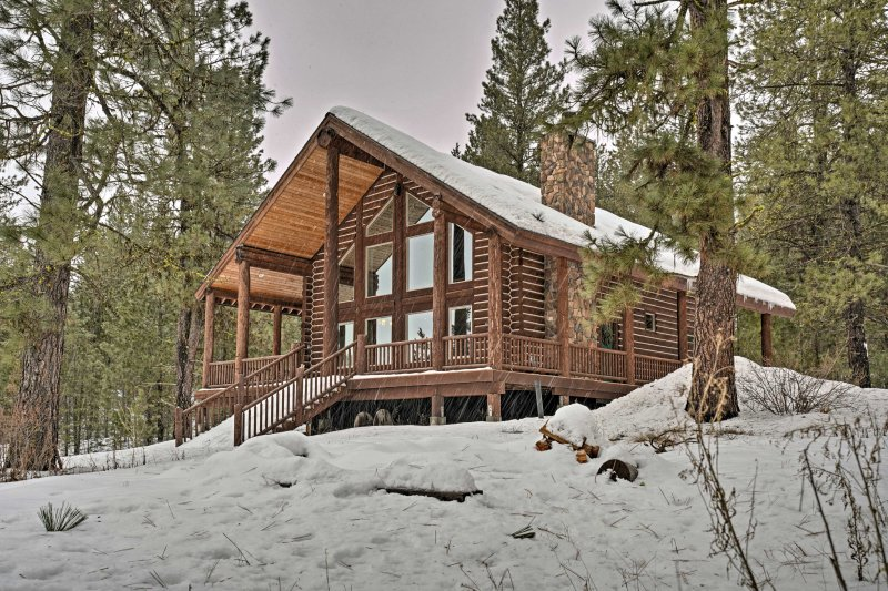 No matter the season, this log cabin has everything for your Idaho retreat!