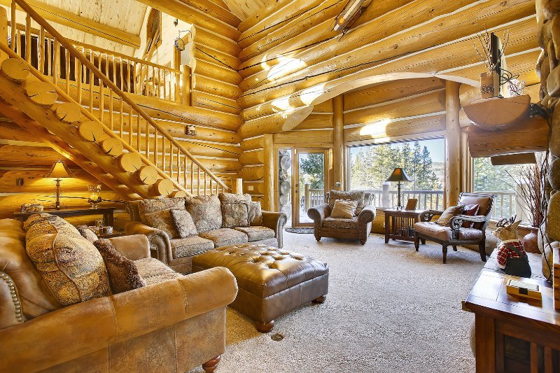 Expansive great room with 2 story loft and custom furnishing