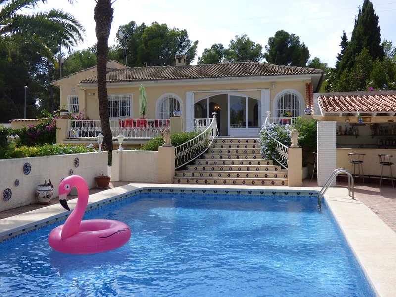 Casa Eike, private pool sleeps upto 12 people, vacation rental in Polop