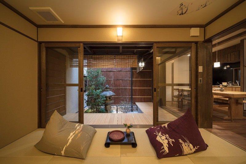 JAPANESE-Style Room (1F)