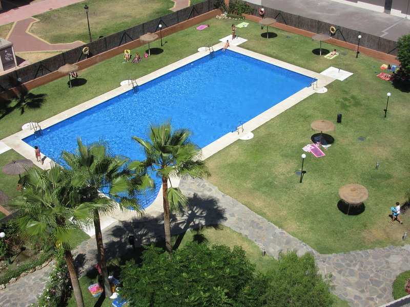 très grande piscine.