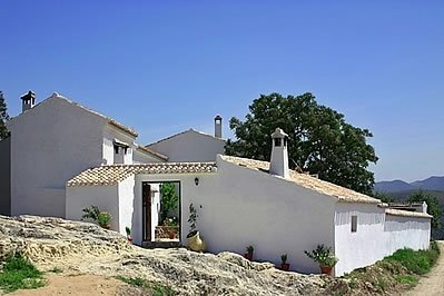 Fuentes de Cesna Villa Sleeps 6 with Pool - 5080252, holiday rental in Riofrio