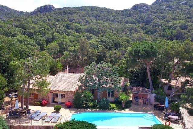 Belle villa en pierre du pays avec piscine privée de 2 à 8 personnes, vacation rental in Figari