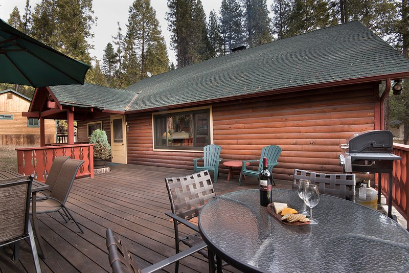 Front large deck with a Gas BBQ for grilling your favorite meals. Lots of room for family and friends to gather together and listen to the sounds of the Merced River.