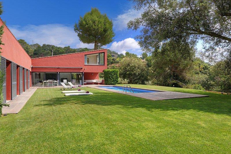 Mont-ras Holiday Home Sleeps 8 with Pool - 5425096, location de vacances à Vall-Llobrega