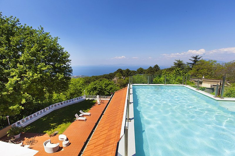 Villa Godiva, Ferienwohnung in Sant'Agata sui Due Golfi
