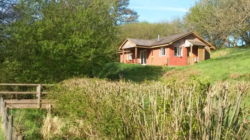 The Straw Cottage - Off Grid Paradise, vacation rental in Llandrindod Wells