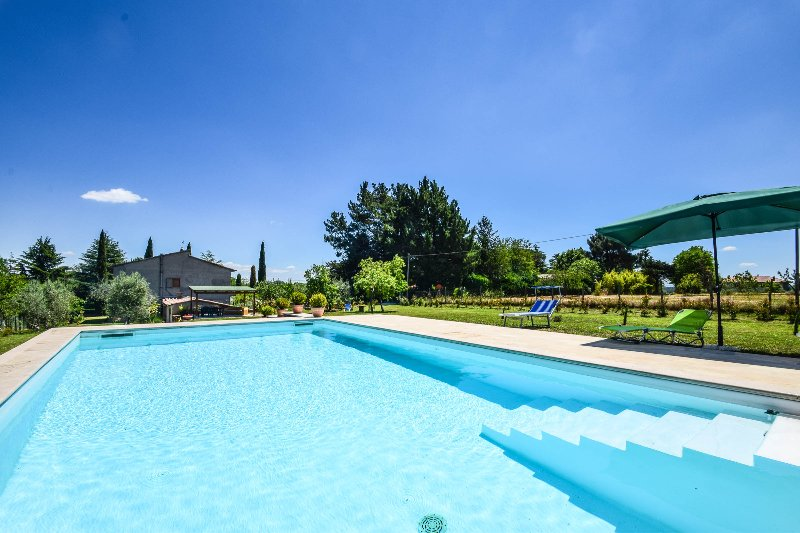Detached house with private pool near Orvieto and lake Bolsena, casa vacanza a Lubriano