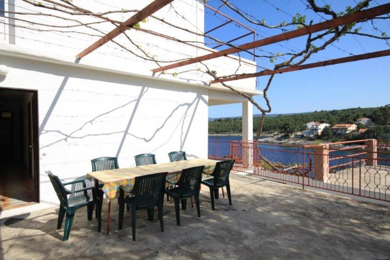 Basina Apartment Sleeps 8 - 5468810, holiday rental in Vrboska