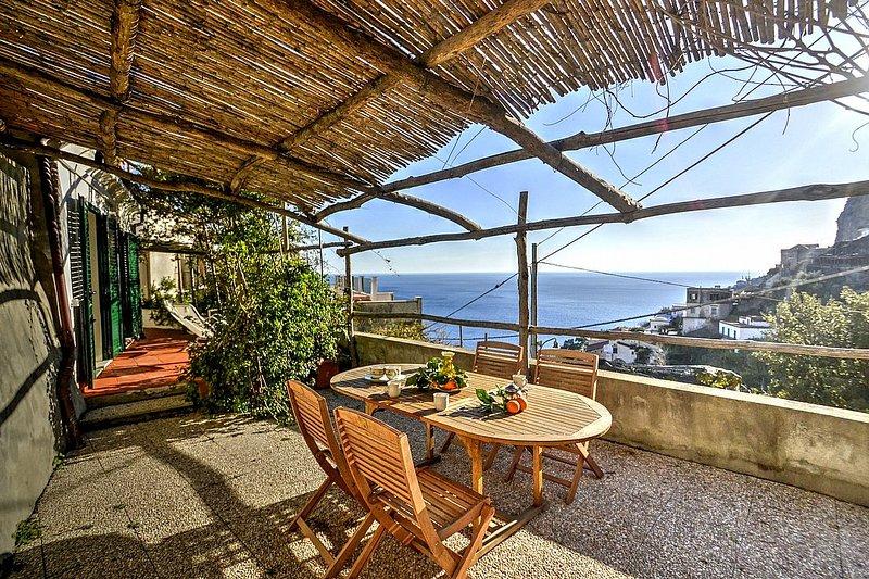 Amalfi Villa Sleeps 4 with Air Con - 5228358, holiday rental in Amalfi