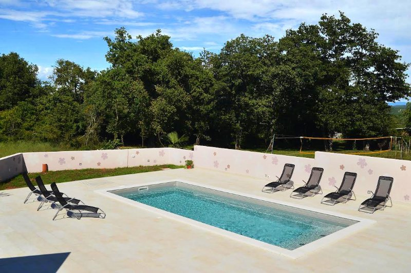Buzinija Apartment Sleeps 8 with Pool and Air Con - 5460810, holiday rental in Fiorini